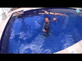 Плавание на спине_ почему тонут ноги_! И как держаться в воде вертикально, не двигаясь__ ( 720 X 1280 ).mp4