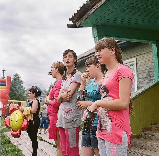UIfmZKgaXa4 - Есть девушки в русских селеньях: фоторепортаж из глубинки