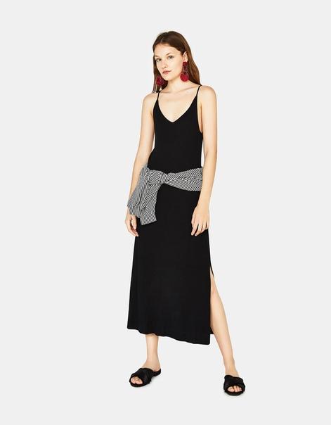 Длинное платье из трикотажа в рубчик
