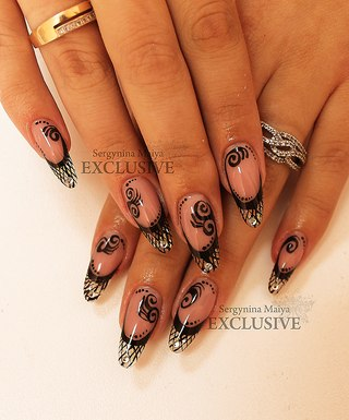 Дизайн ногтей фото со стразами молодежные