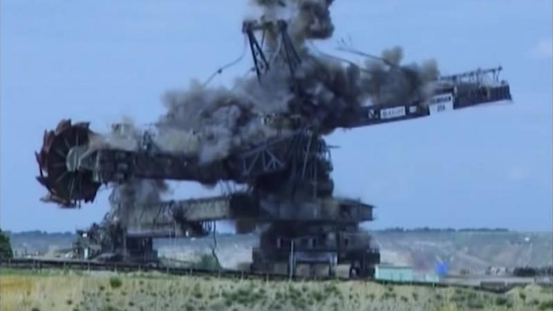 Гигантский роторный экскаватор отправляется в вальхаллу после 40 лет службы
