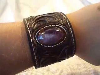 Кожаный браслет, резьба по коже, аметист, розовый кварц работы мастера А.Музылёва