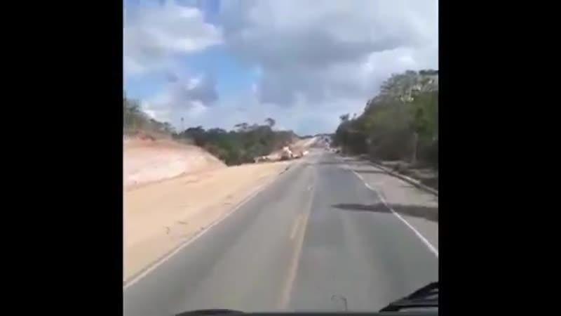 O_Governo_Federal_trabalhando_para_concluir_rodovias_inacabadas_e_fazendo_o_seu_serviço_
