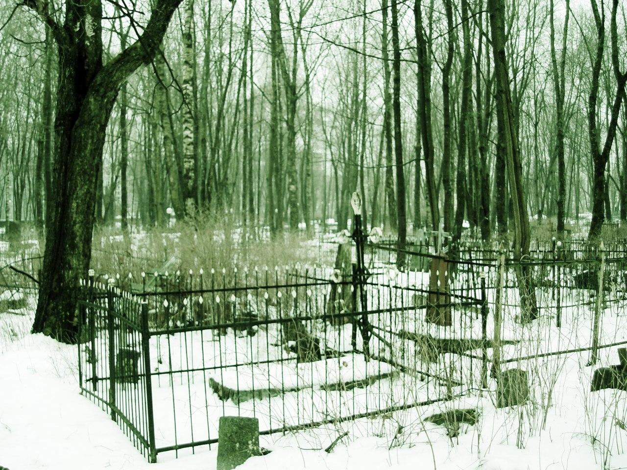 Странный туман над могилами