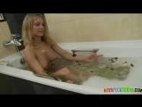 Русская эротика с блондинкой в ванной
