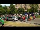 Мексиканские болельщики устроили карнавал на Комсомольском проспекте Москвы