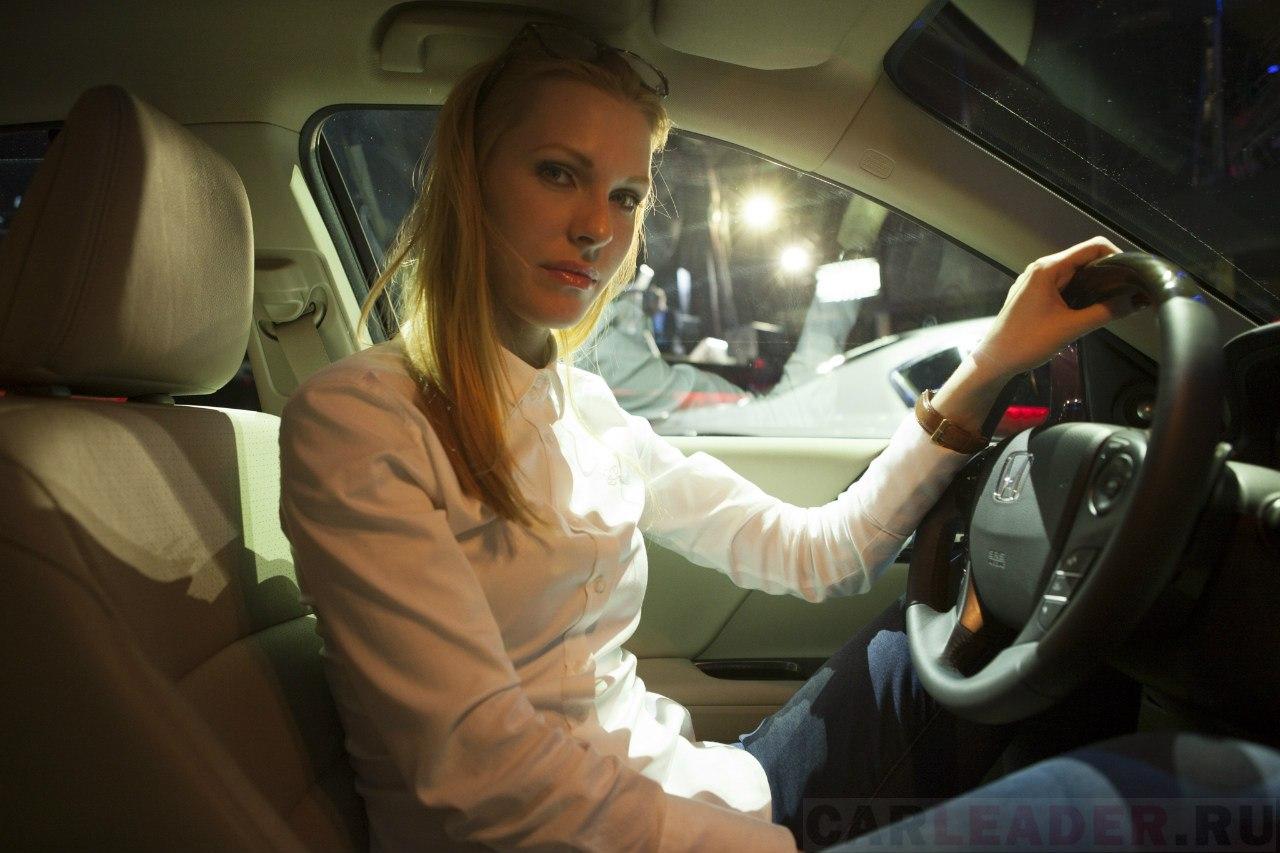 Бежевый кожаный салон Honda Accord 2013