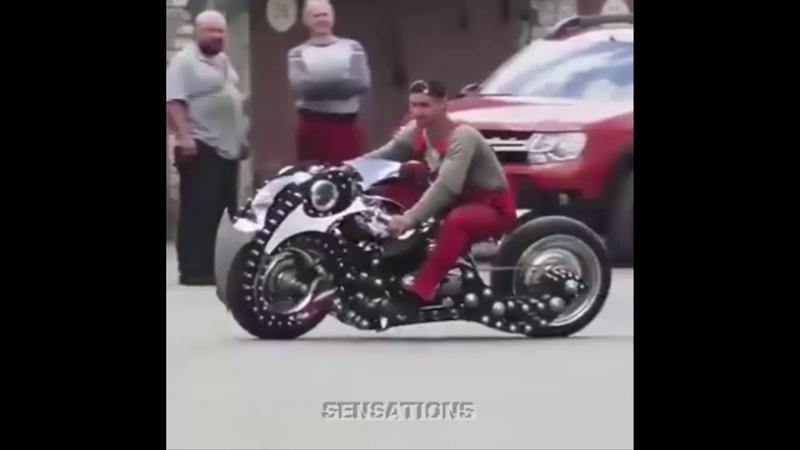 Невероятный мотоцикл от гаражных умельцев, смесь тягача и шаттла Дискавери2