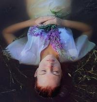 Фото девушки вода цветы
