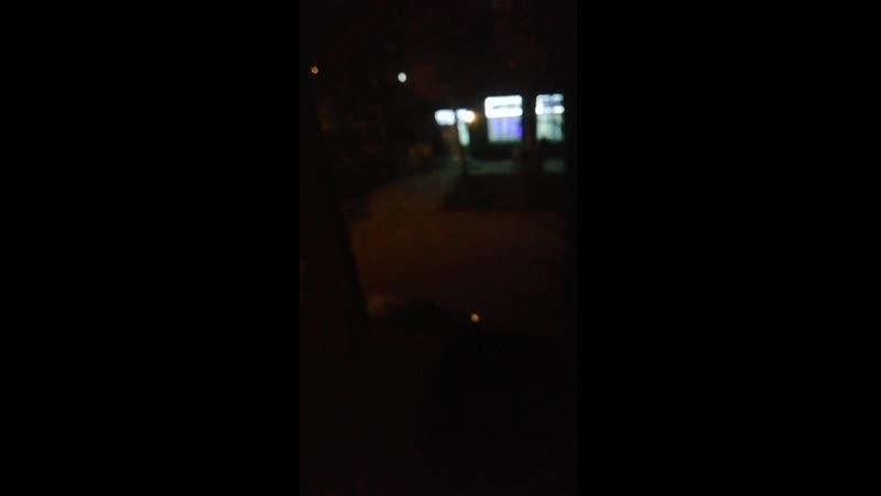 какие-то чуваки врубили ночью кросфаер на улице