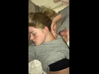 Спящей членом по губам) сперма лесби глотает любительское мамочка сиськи юная куни вписка оргазм webcam lesbi milf