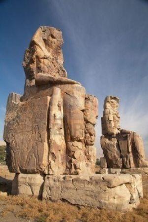 Грандиозные памятники Древнего Египта 1. Абу-Симбел (в другой транскрипции Абу-Симбиль ) — скала на западном берегу Нила, в которой высечены два знаменитых древнеегипетских храма во время