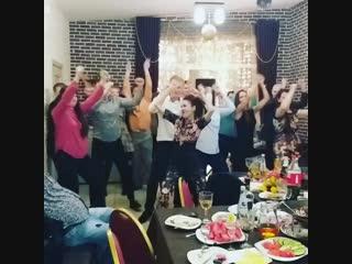 Подарки дарили? Да! Песни пели? Да! А танец? Совместный танец танцевали? Конечно ДА! ВОТ ЭТО ПО НАШЕМУ🤩🤩🤩 #ведущаяульяновск#вед