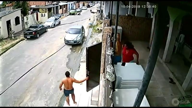 Casal mata mulher durante assalto e moradores fazem justiça com as próprias mãos em Manaus