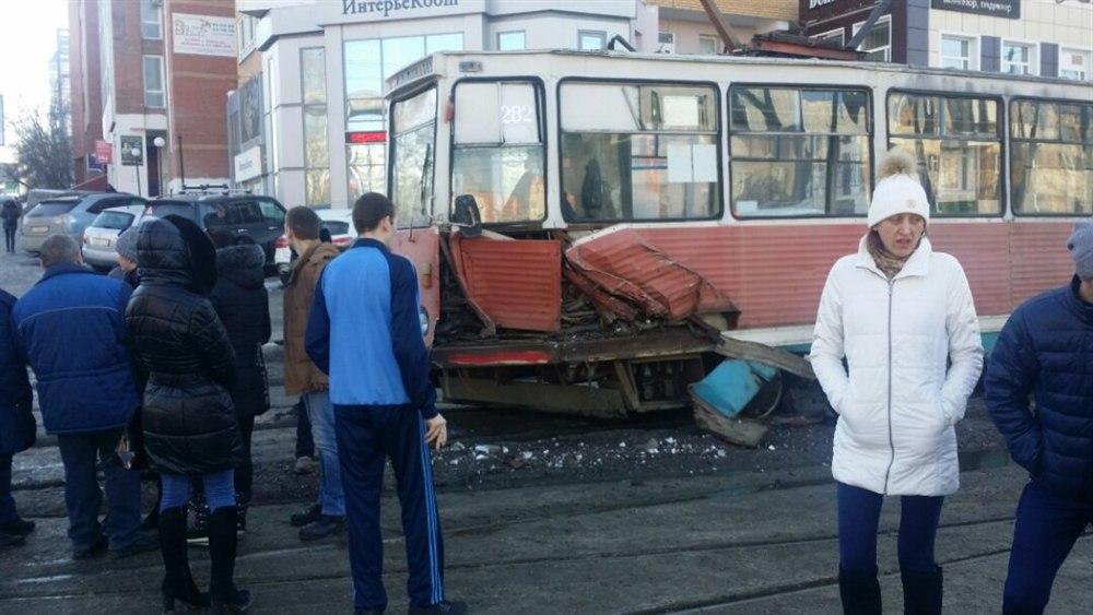 В Томске произошло ДТП с участием трамвая и легкового автомобиля