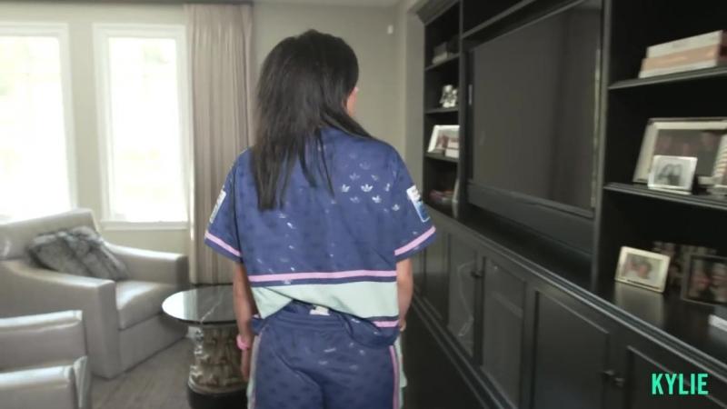 Когда Кайли впервые оформляла свою комнату она выбрала черный цвет за основу