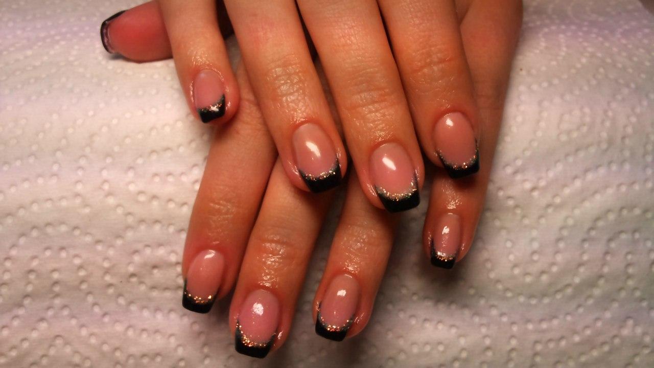 Черный французский маникюр на короткие ногти