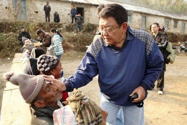 Офтальмолог из Непала помогает вернуть зрение малоимущим людям