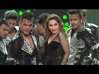 Madhuri Dixit performance at StarScreenAwards 2017 part 2.mp4