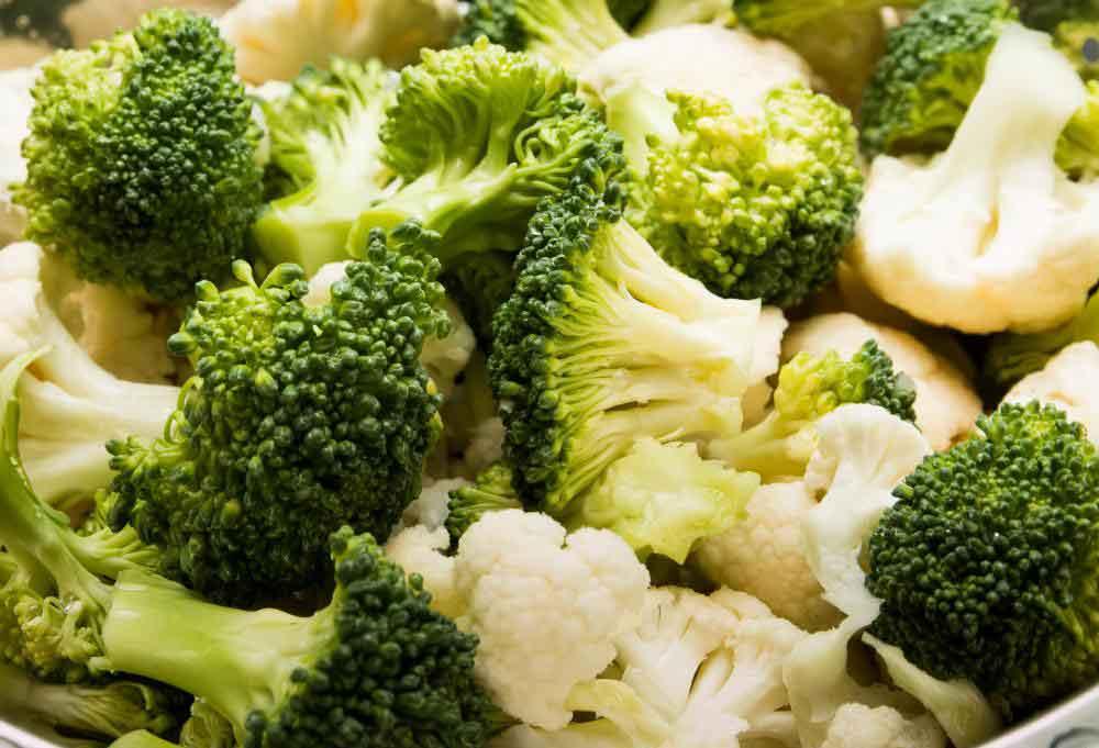 Крестоцветные овощи, такие как брокколи и цветная капуста, вызывают метеоризм.