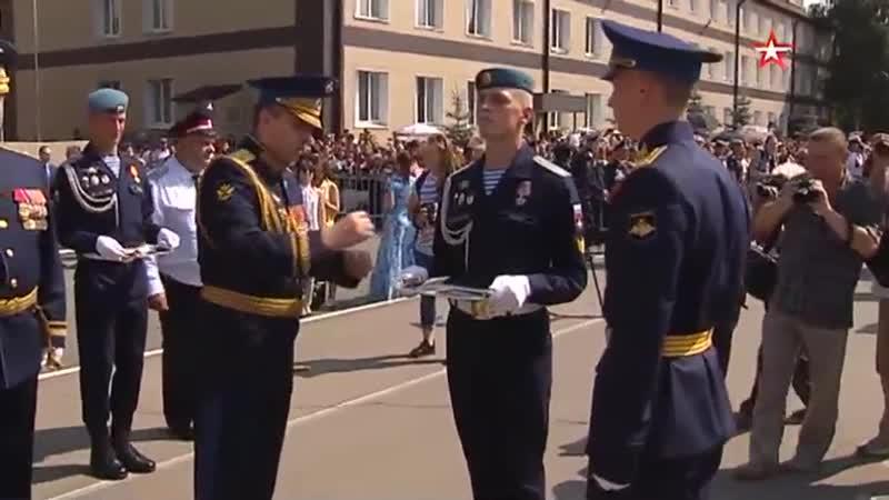 Замминистра обороны Юрий Садовенко вручил дипломы выпускникам Рязанского училища ВДВ