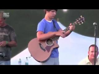 Невероятная игра на гитаре