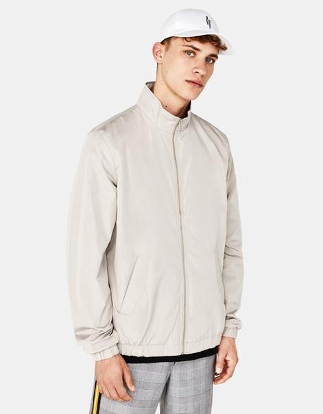 Куртка из тонкой ткани с молнией