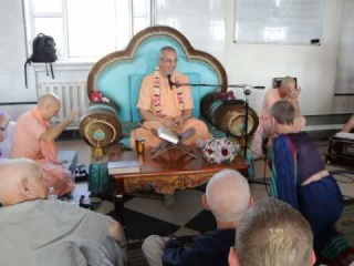Niranjana Swami -- Initiation of Nama-kirti dd -- Kiev, 8 June 2014