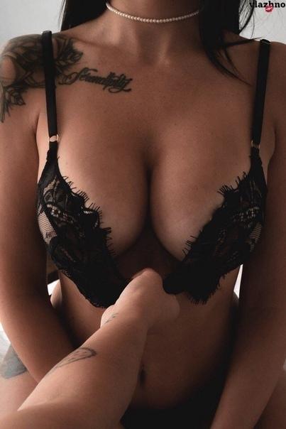 Masturbation en legging de latex