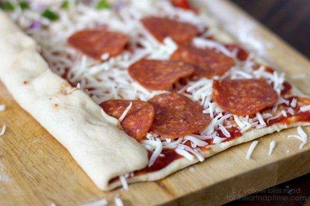 Пицца в рулетах.