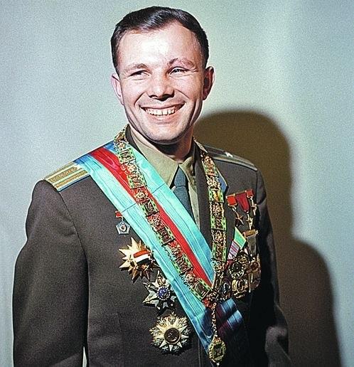 Цветное фото с Юрием Гагариным