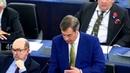 Найджел Фараж призвал Меркель извиниться за провал иммиграционной политики