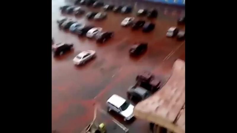 В городе Норильске Красноярского края прошел неподалеку от завода горно-металлургической компании «Норильского никеля» красный д
