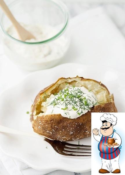 Запеченный картофель со сметаной и травами