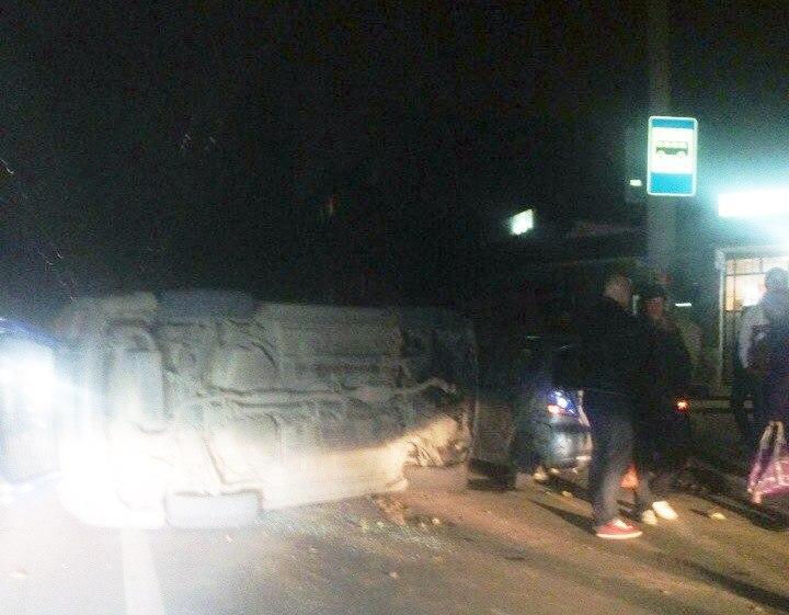 В Таганроге на улице Свободы перевернулась Mitsubishi