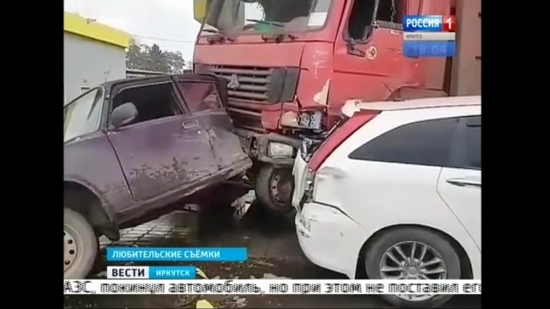 Многотонный грузовик чуть не снёс АЗС в Братске Пострадало пять автомобилей