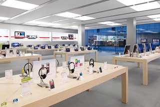 28 ноября в московском гипермаркете Media Markt открывается самый большой в России магазин формата Apple Shop.