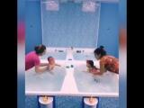 Синхронное плавание в исполнении Амелии и Элины