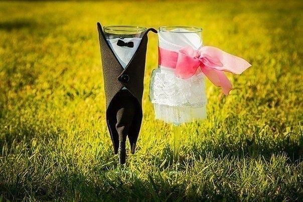 Идея для декора свадебных бокалов (1 фото) - картинка