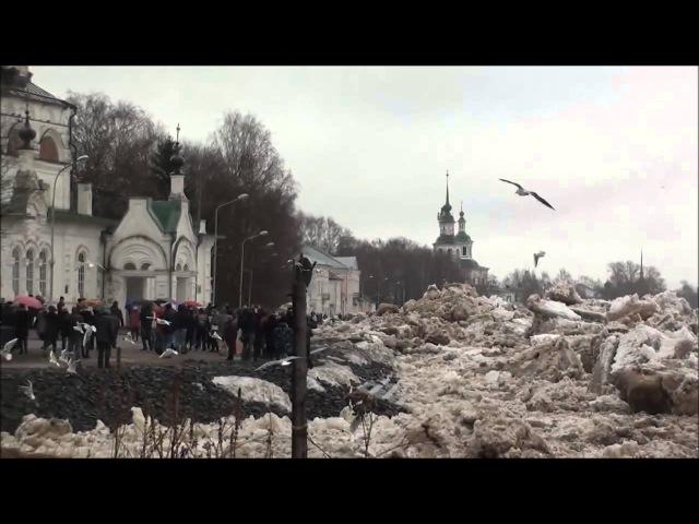 Ледоход 2016 в Великом Устюге - людей накрывает глыбами льда