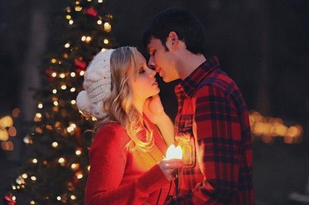 Парень с девушкой на новый год