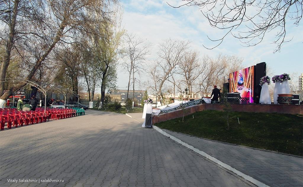 Сцена в Центральном парке, Шымкент 2019