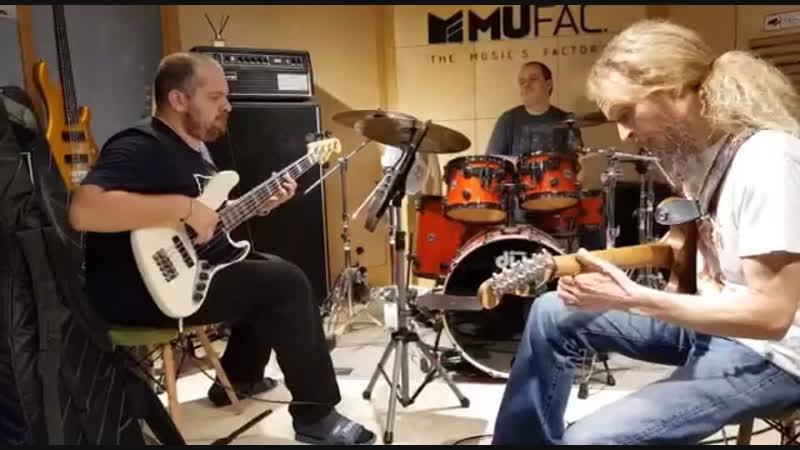 Guthrie Govan/Anton Davidyants/Steve Pruit - Bad Asteroid