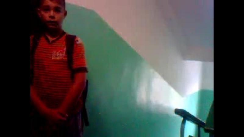 Мальчик ходит по подъездам и просит оказать помощь деньгами