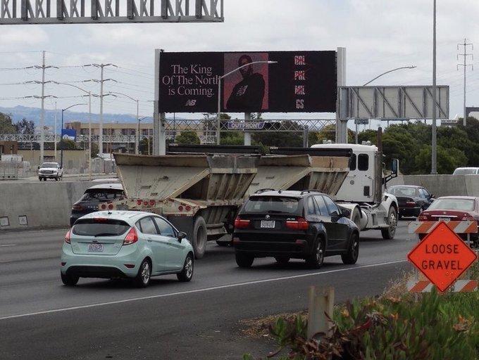 В Окленде появился билборд с изображением Кавая Ленарда