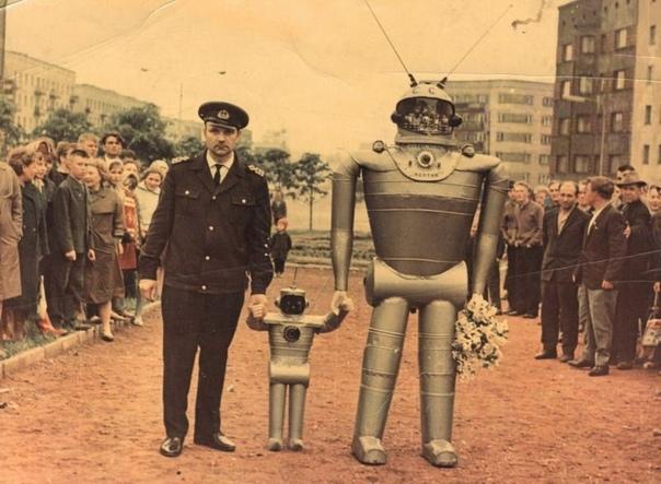 Победитель первого Всесоюзного конкурса роботов Борис Василенко.