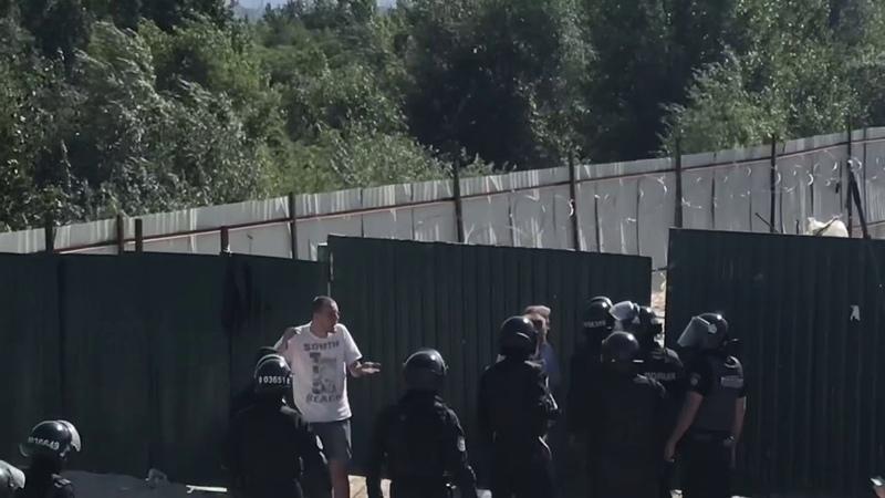 Правоохоронці затримали «охорону» незаконного будівництва на Осокорках