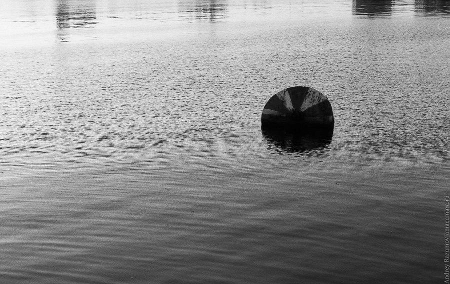 Черно белый Санкт-Петербург Кронштадт осень залив