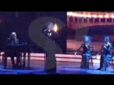 «Нет, я не качаю задницу, и грудь моя первого размера»: Ксения Собчак записала песню...