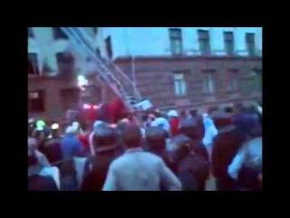 ШОК!!! 2 мая-Из дома профсоюзов раздается женский крик о помощи,после смолкает и в окне появляется Украинский флаг.